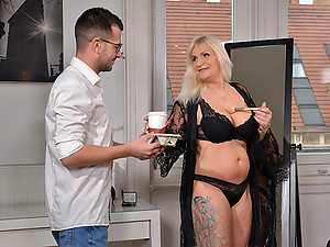 The Diva\'s Horny Assistant!